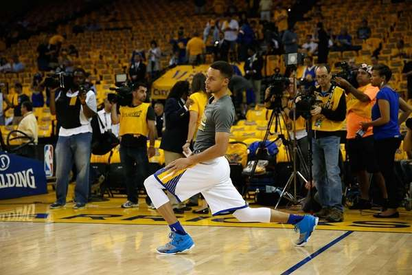 Stephen Curry of the Golden State Warriors stretches