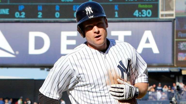Chase Headley of the New York Yankees heads