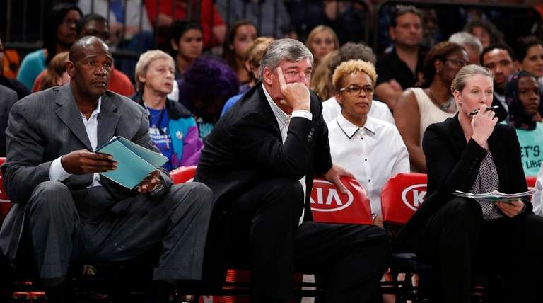 From left, New York Liberty assistant coach Herb