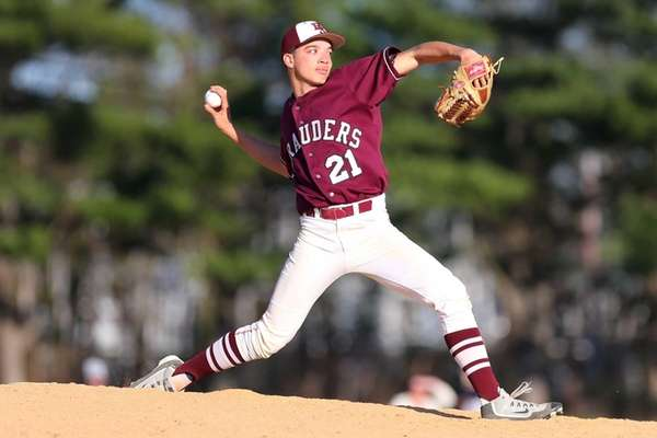 Damien Fanduiz of the Bay Shore Marauders pitches