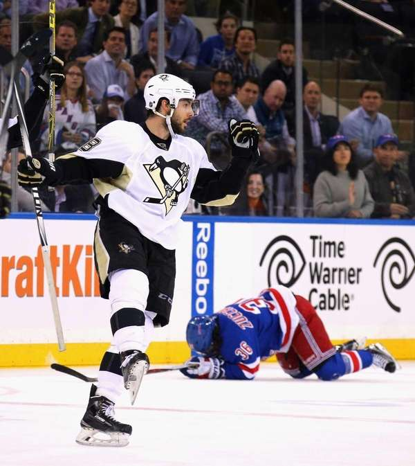 Kris Letang of the Pittsburgh Penguins celebrates his