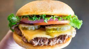 Smashburger and more chain's cheeseburgers ranked.