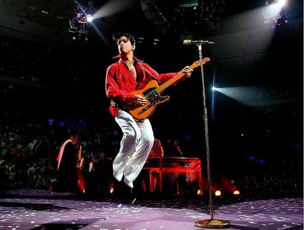 Prince performs during his Musicology tour in 2004.