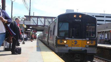 An LIRR train pulling into the Mineola LIRR