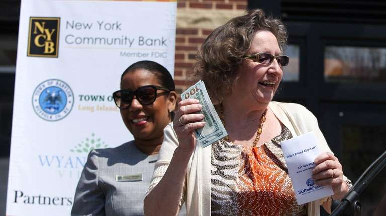 Phyllis Henry, of Wyandanch, holds cash that she
