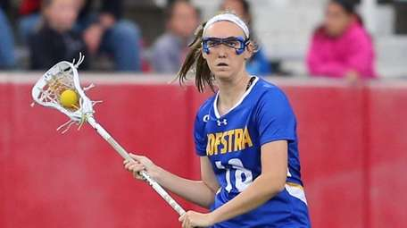 Hofstra's Morgan Knox #18 looks for the open
