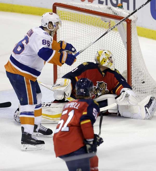 Florida Panthers goalie Roberto Luongo (1) is unable