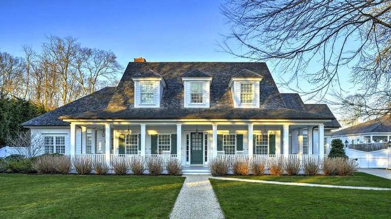 This Wainscott complex combines two properties, with two