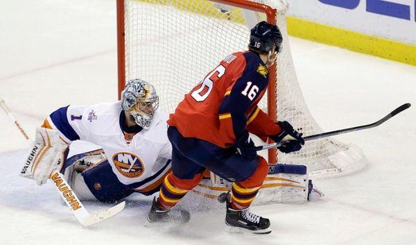 Florida Panthers goalie Roberto Luongo (1) blocks a