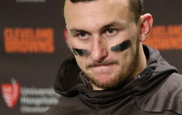 Cleveland Browns quarterback Johnny Manziel speaks with