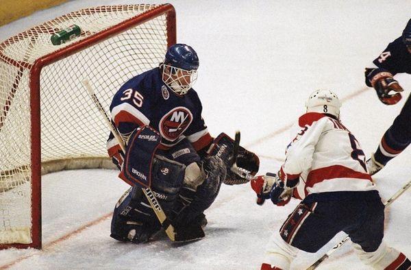 New York Islanders goalie Glenn Healy stops Washington