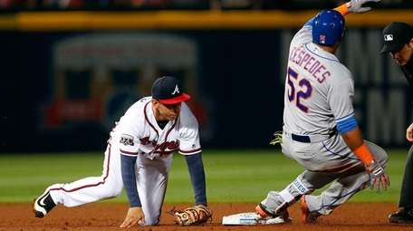 The Mets' Yoenis Cespedes aggravated his leg injury