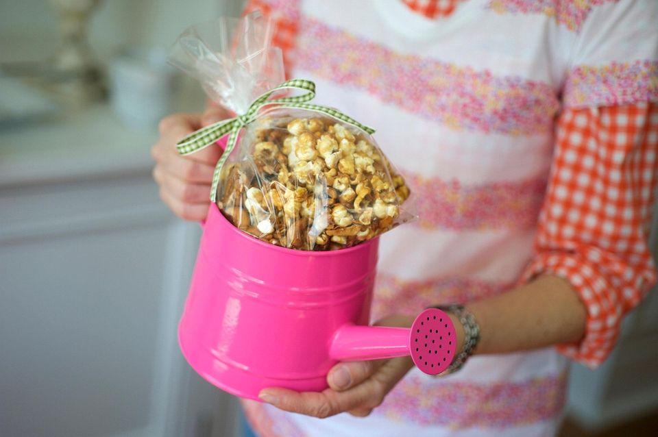 CARAMEL CASHEW COCONUT POPCORN6 cups popped popcorn (from