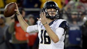 California quarterback Jared Goff (16) throws against