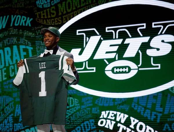 New Jet Darron Lee poses for photos after
