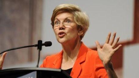 U.S. Sen. Elizabeth Warren (D-Mass.) addresses the crowd