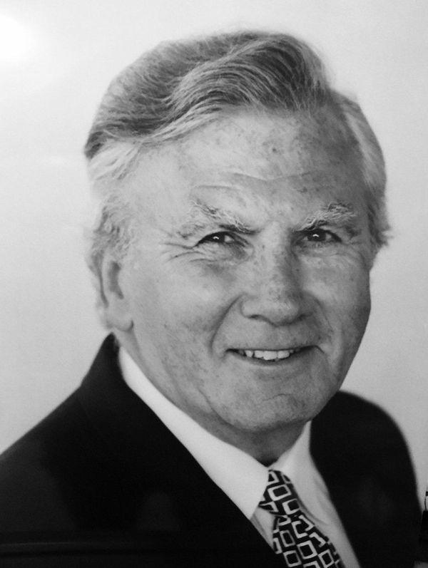 Dr. Edward Terry Davison died April 25, 2016.