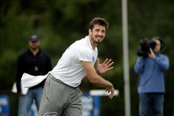 Memphis quarterback Paxton Lynch passes during the