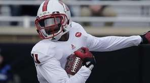 North Carolina State cornerback Juston Burris (11) runs