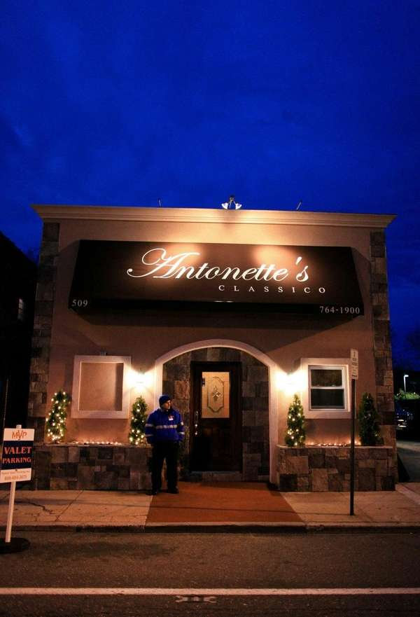 Antonette's Classico restaurant in Rockville Centre has closed.