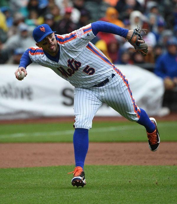New York Mets third baseman David Wright fields