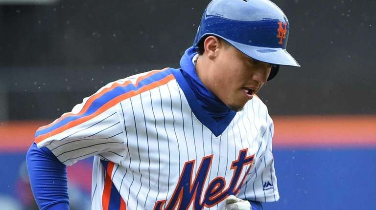 New York Mets shortstop Wilmer Flores returns to