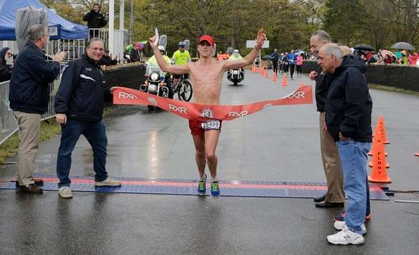 Oz Pearlman crosses the finish line as