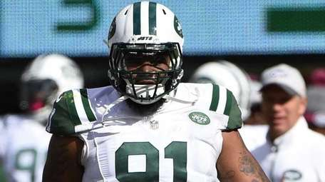 New York Jets defensive end Sheldon Richardson looks