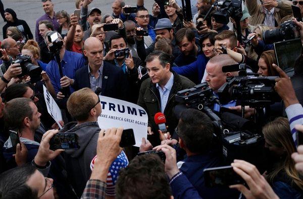 Sen. Ted Cruz (R-Texas) speaks with Donald Trump