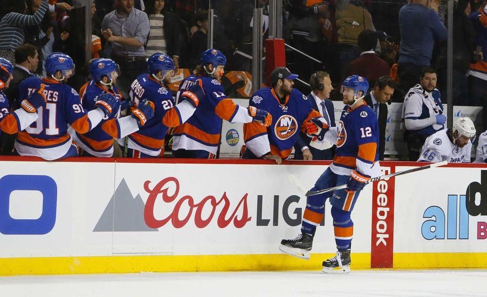 New York Islanders left wing Josh Bailey (12)