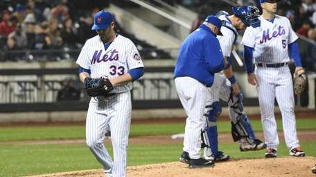 New York Mets starting pitcher Matt Harvey walks