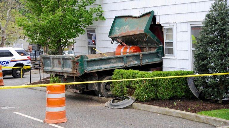 A construction dump truck plowed into a Roslyn
