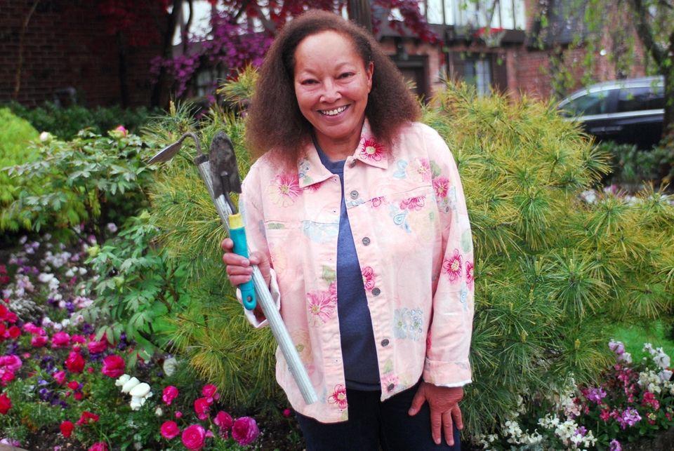 Horticulturist, Laurel Hill Farms, North Woodmere Santifer grew