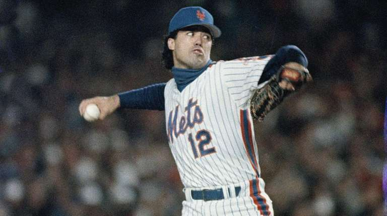 Ron Darling of the Mets pitches against the
