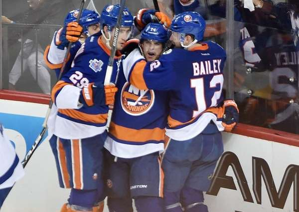 New York Islanders left wing Josh Bailey (12)