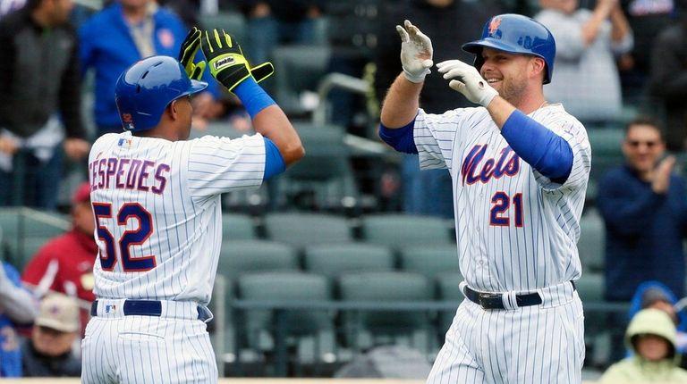 Lucas Duda, right, celebrates his home run against