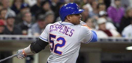 Yoenis Cespedes of the New York Mets singles