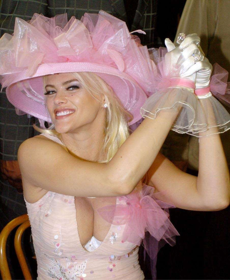 Actress and model Anna Nicole Smith attends the