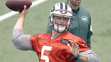 Jets draft pick Christian Hackenberg practices during rookie