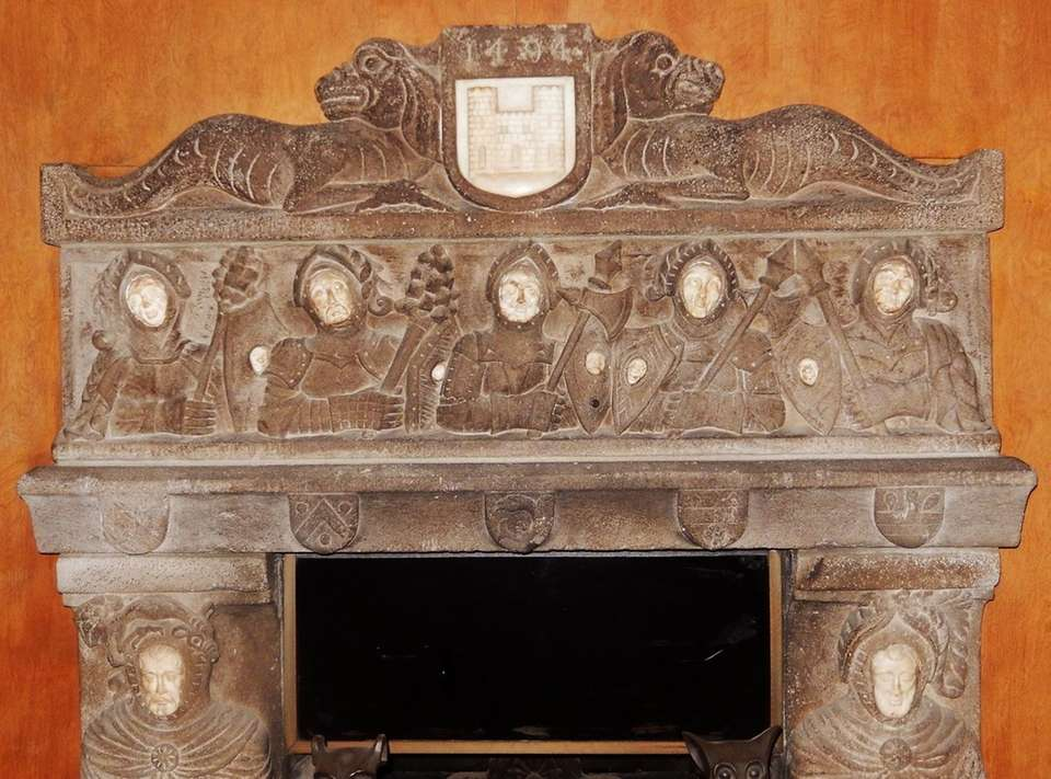 However, an upstairs parlor room features this mantel,