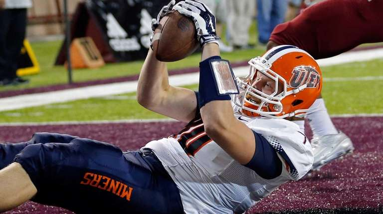 UTEP tight end Cedrick Lang reacts after scoring