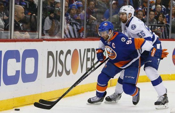 New York Islanders center John Tavares (91) and
