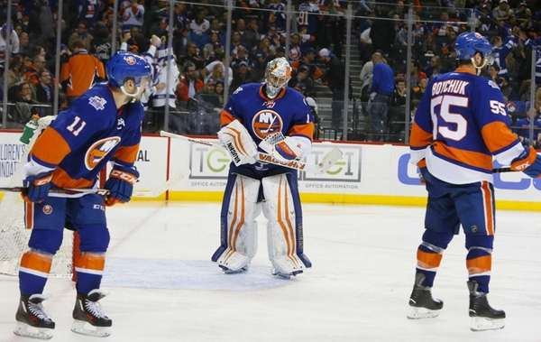 New York Islanders goalie Thomas Greiss (1) reacts
