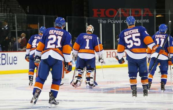 New York Islanders right wing Kyle Okposo (21),