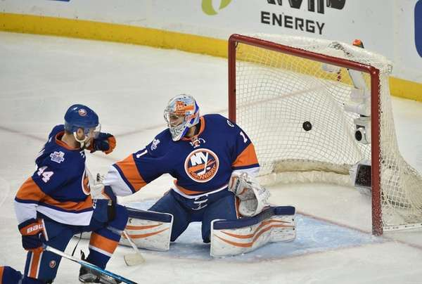 New York Islanders goalie Thomas Greiss cannot stop
