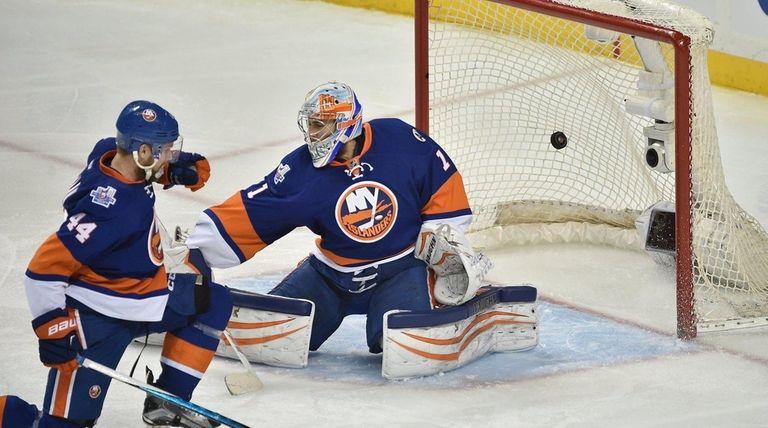 New York Islanders goalie Thomas Greiss cannot stop
