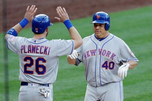 The New York Mets' Bartolo Colon, right, is