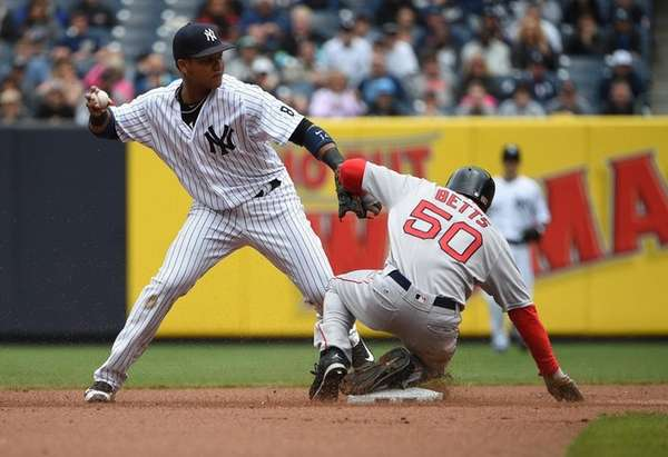 New York Yankees second baseman Starlin Castro forces