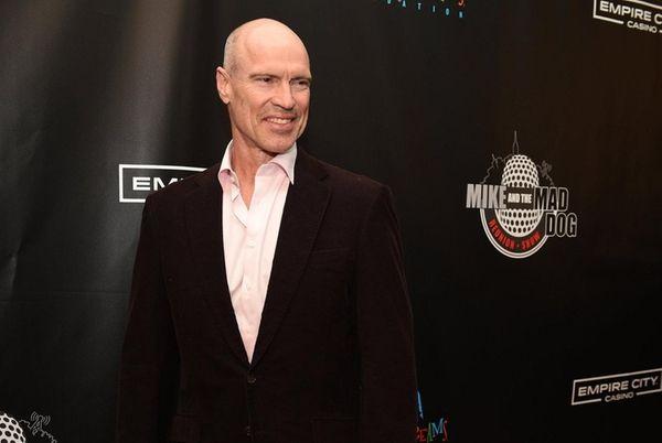 Former New York Rangers great Mark Messier walks