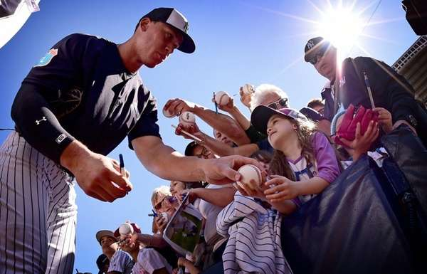 New York Yankees prospect Aaron Judge signs autographs